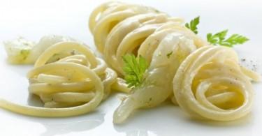 Spaghetti cacio e pepe con gamberi bianchi marinati al lime
