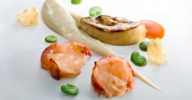 Astice e fegato grasso d'anatra su crema di topinambur